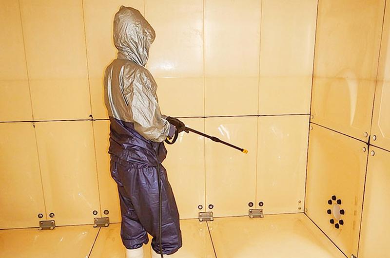 貯水槽清掃消毒作業